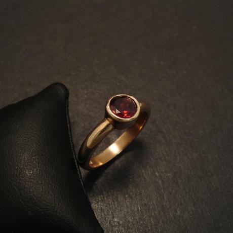 simple-gold-ring-6mmgarnet-cut-solid-09771.jpg
