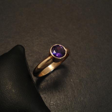 solid-9ct-gold-ring-6mmcut-amethys-09772.jpg