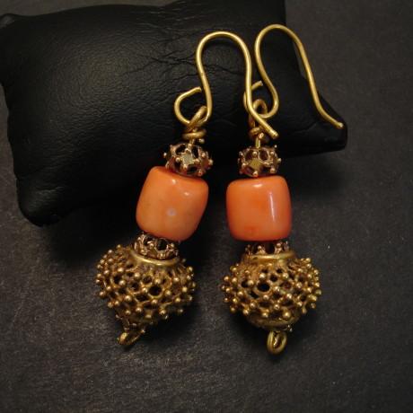 superb-coral-deep-pink-20ctgold-earrings-09445.jpg