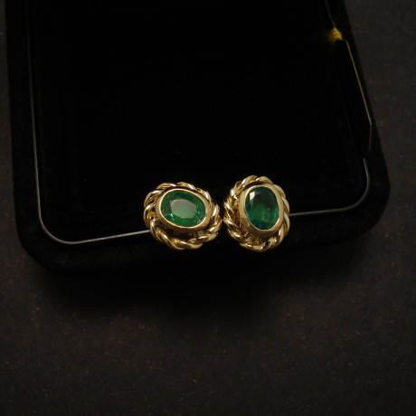 wireworked-emerald-18ctgold-earstuds-00021.jpg