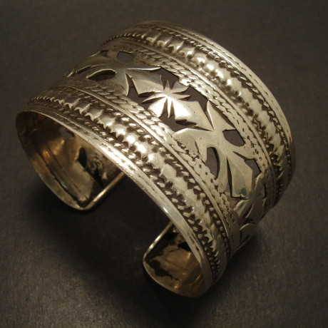 afghani-silver-tribal-cuff-bangle-cutout-00011.jpg