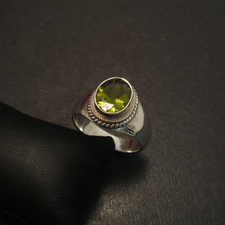 handworked-silver-ring-aaagrade-peridot-9x7oval-09737.jpg