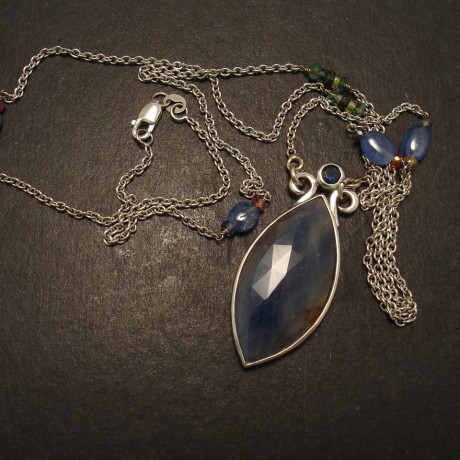 sapphire-alluvial-marquise-9ctwhitgolpendant-chain-09813.jpg