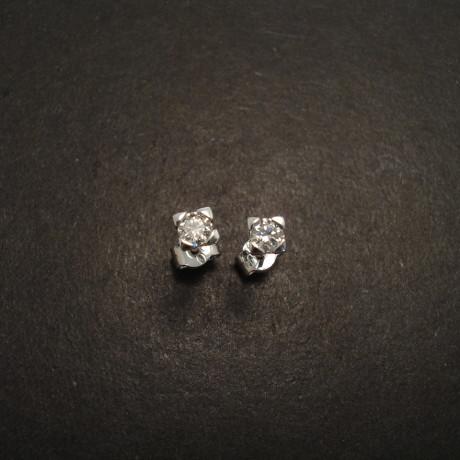 diamond-claw-set-9ctwhite-gold-earstuds-06373.jpg
