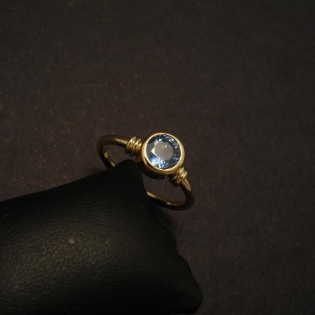 73ct-sapphire-round-18ctgold-ring-round-band-00165.jpg