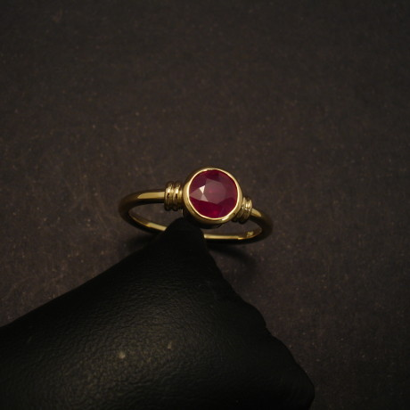 88ct-round-ruby-18ctgold-ring-round-band-00168.jpg
