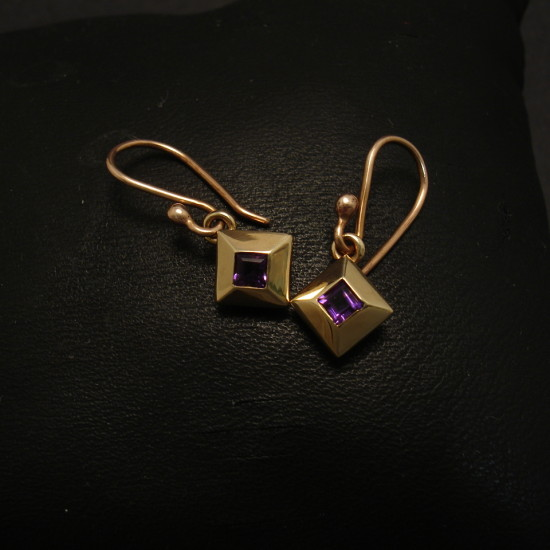 diamond-shape-earrings-gold-amethyst-00319.jpg