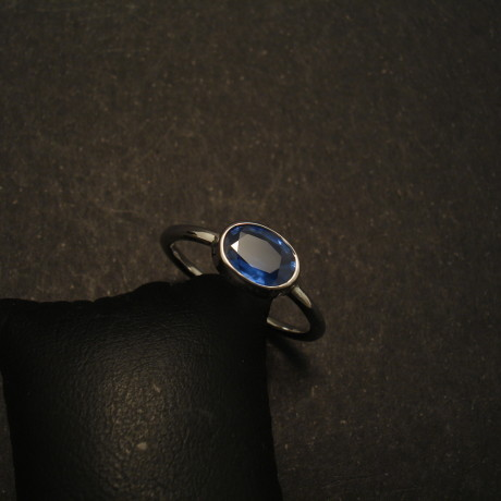 80ct-oval-blue-sapphire-9white-gold-ring-01622.jpg