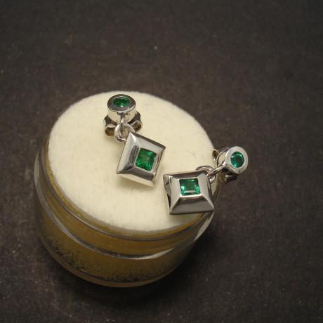 emeralds-square-round-9ctwhite-gold-stud-drops-00228.jpg