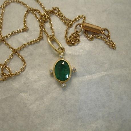 126ct-natural-bright-green-emerald-18ctgold-pendant-04241.jpg