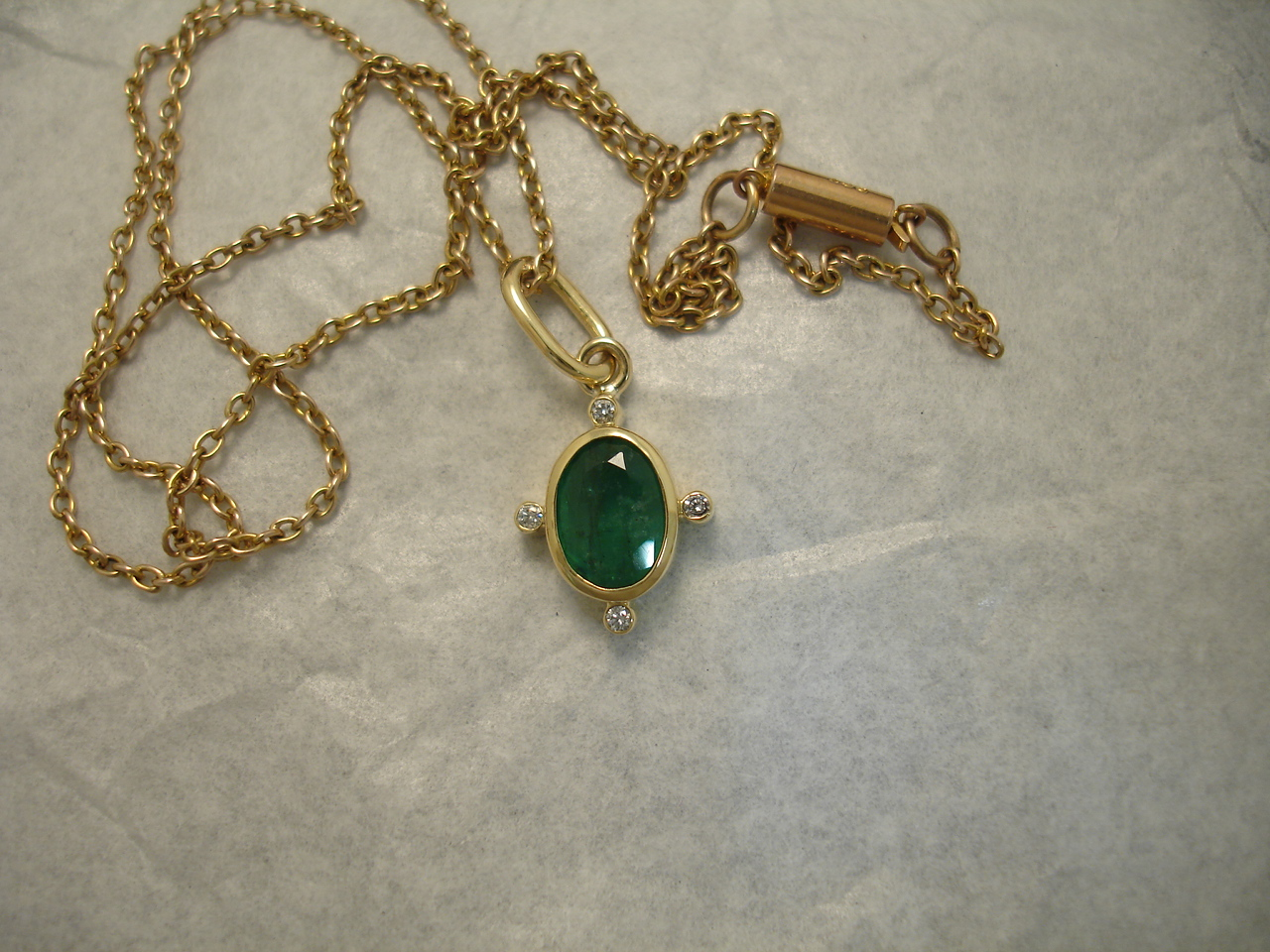1 26ct Natural Bright Green Emerald 18ct Gold Pendant