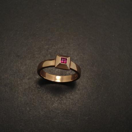 15ct-ruby-9rose-pyr-ring-05932.jpg