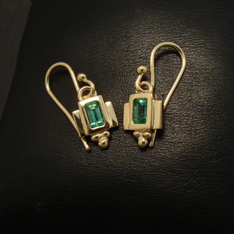 1920s-styling-emerald-18ctgold-earrings-01742.jpg