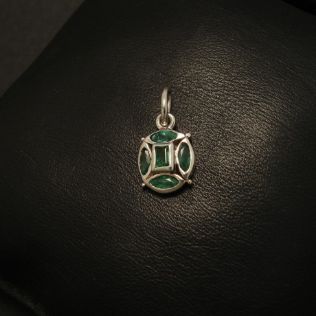 42ct-emeralds-4marq-9ctwhite-gold-pendant-01737.jpg