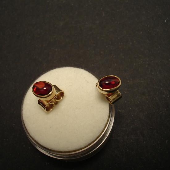 6x4mm-cabochon-garnets-9ctgold-earstuds-01527.jpg
