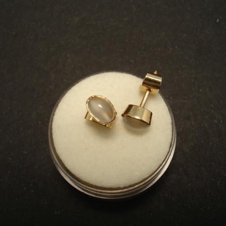 6x4mm-moonstones-9ctgold-earstuds-01526.jpg