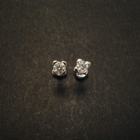 47ct-fine-diamonds-fsi2-18ctwhite-gold-earstuds-01605.jpg