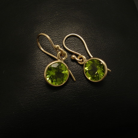 7mm-peridot-9ctgold-earrings-01686.jpg