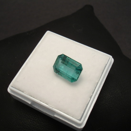 handmade-platinum-custom-ring-312ctbag-emerald-00333.jpg