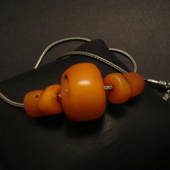 old-yellow-tibetan-8g5beads-amber-silver-chain-00248.jpg
