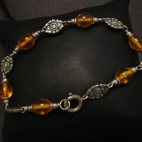 ovoid-amber-bead-silver-bracelet-00066.jpg