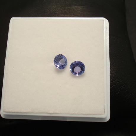 1.28ct-tanzanite-pair-5.5mmround-01867.jpg