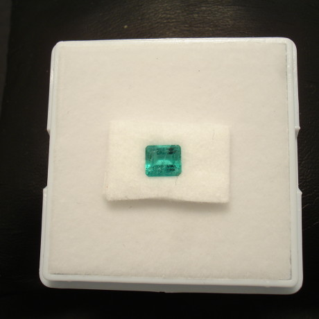 bright-columbian-emerald-47ct-baguette-01861.jpg