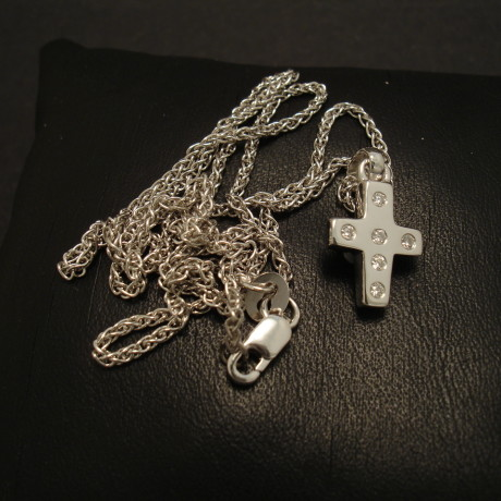 six-diamond-9ctwhite-gold-cross-pendant-chunky-01957.jpg