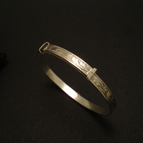 baby-adjustable-old-english-silver-bracelet-02103.jpg