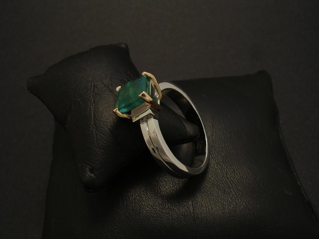 Man S Custom Made Emerald Amp Gold Ring Christopher