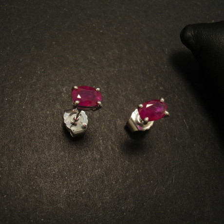 rubies-previous-18ctwhite-custom-studs-02212.jpg