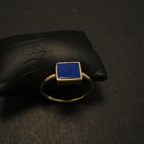 7x8mm-oblong-agrade-lapis-hmade-18ctgold-ring-02044.jpg