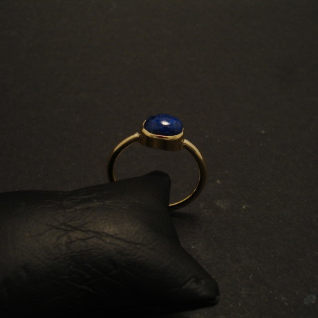 oval-cabochon-agrade-lapis-18ctgold-ring-hmade-02008.jpg