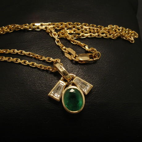 custom-emerald-diamond-tapers-18ctgold-pendant-01980.jpg