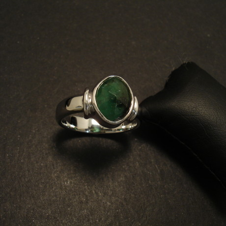 307ct-natural-emerald-9ctwhite-gold-ring-02242.jpg