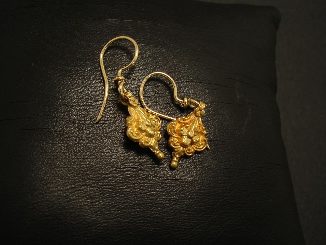 Cute Little 18ct Gold Earrings - Christopher William Sydney ...