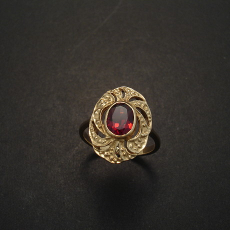 early-20th-century-style-9ctgold-garnet-ring-03450.jpg