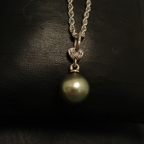 10mm-tahitian-blck-pearl-pendant-diamonds-18ctwhite-02339.jpg