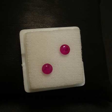 113ct-rubies-matched-round-47mm-top-pink-red-02349.jpg