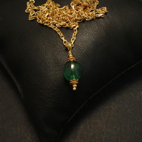 vivid-emerald-green-pebble-pendant-18ctgold-02183.jpg