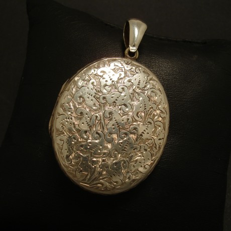 densely-handengraved-antique-english-silver-locket-02359.jpg