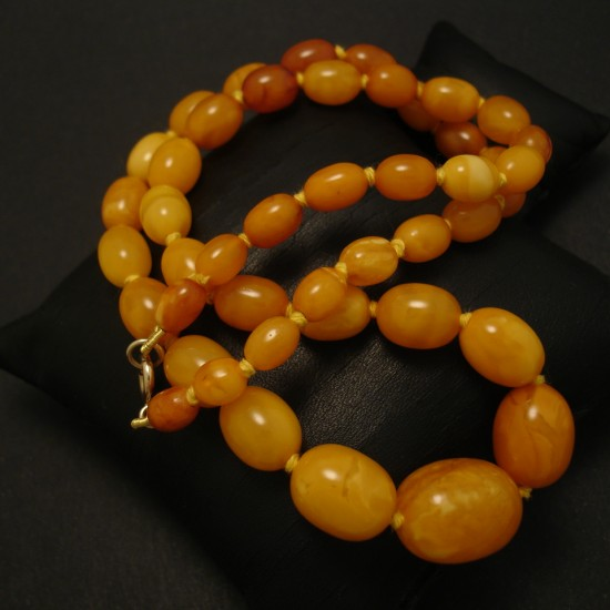 antique-ovoid-yellow-amber-necklace-04045.jpg
