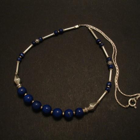 elegant-silver-lapis-lazuli-necklace-02776.jpg