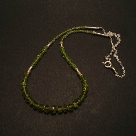graduated-green-peridot-gemstone-silver-necklace-02777.jpg