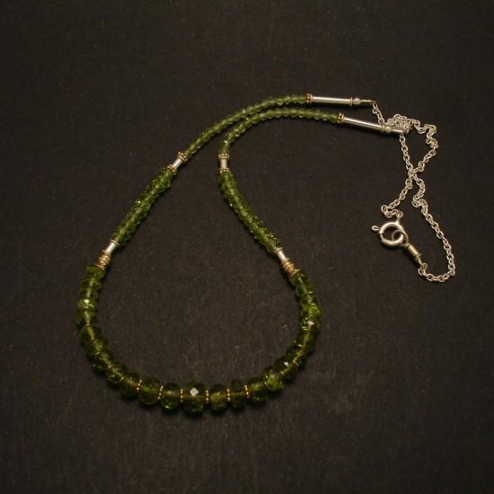 graduated-green-peridot-gemstone-silver-necklace-02777.jpg