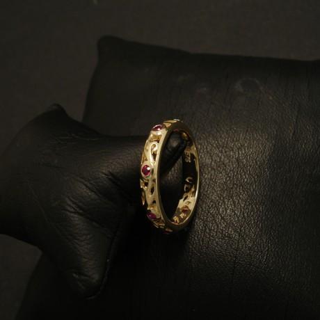 six-bright-rubies-solid-gold-pierced-ring-02811.jpg