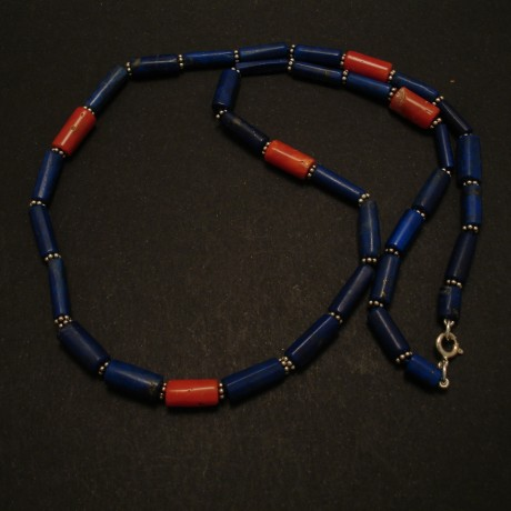 strong-contrast-lapis-lazuli-coral-necklace-02615.jpg