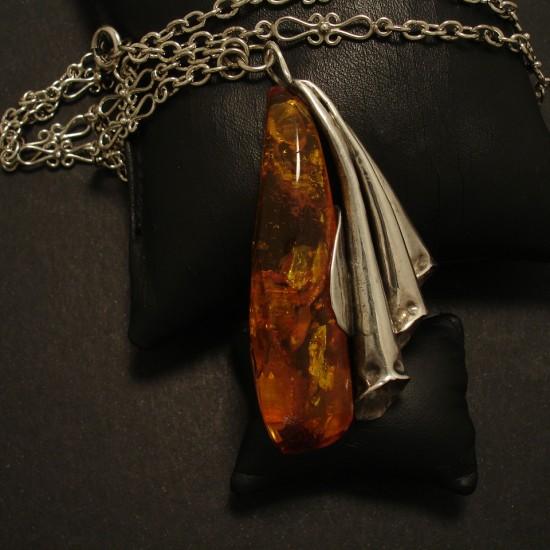 three-flutes-hmade-silver-handcut-amber-pendant-02682.jpg