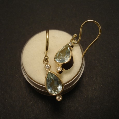 2.4cts-aquamarine-teardrops-ds-hmad-18ctgold-earrings-02580.jpg-