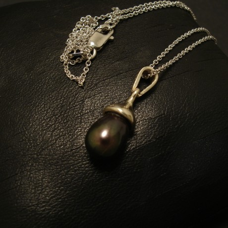 7mm-black-pearl-9ctwhite-gold-pendant-02491.jpg